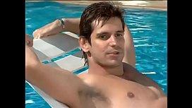 Alexandre Barillari de sunga branca