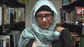 Mia Khalifa, masturbandose en la libreria. Video Completo: https://cpmlink.net/1SPWAA