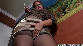 Latina milf Sandra needs relaxing after a hard day'_s work