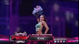 Kaitlyn vs Eve Torres in a Divas Championship match. Raw 2013.