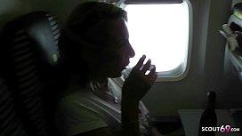 Titten im Flugzeug raus geholt und Urlaub Schwanz geritten - German MILF
