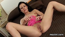 Hot czech sweetie spreads her juicy twat to the extreme