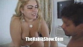 Porno sexe lesbienne sucer les seins