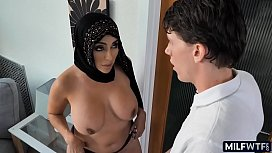 Arab MILF pussy