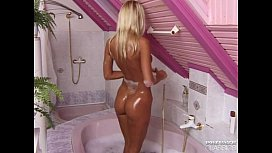 Magdalena Enjoys Anal Sex in the Bath