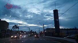 Cristina Almeida se exibindo dentro do supermercado extra com o marido filmando escondido.