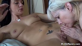 Babe digs deep in mature pussy