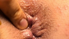 Looking into my girlfriend'_s virgin ass