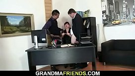 Hot office bitch gets her shaved old pussy DPed