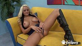 Sexy Briana Blair Gives A World Class Titjob