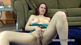 Curvy MILF Lia Shayde is playing with her mature pussy