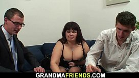 Photosession leads to threesome with busty old lady