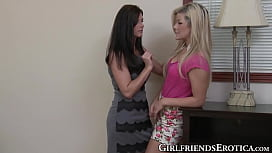 India Summer licks and finger bangs her teenage girlfriend