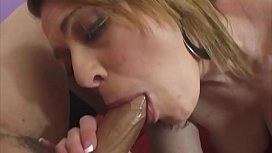 Vanessa, a milf blessed with big tits, likes to have something between her teeth and her fleshy thighs ....