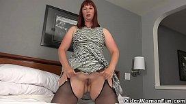 BBW milf Scarlett'_s hard nipples need attention