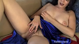Hot Yanks MILF Lucia Masturbating