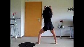 Ensinando a dancar funk veja mais em veja mais em https://ouo.io/HY7HJ6
