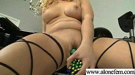 Freak Teen Amateur Girl Insert Toys In Pussy video-12