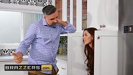 (Vanna Bardot) gets her pussy and ass pounded - Brazzers