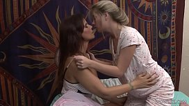 Teen Vienna Rose Likes Older Woman, Syren De Mer