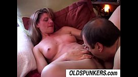 Lovely mature babe Linda enjoys an afternoon delight