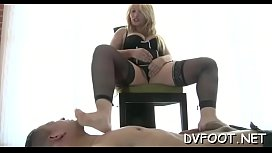 Hot hottie gets her toes sucked and gives a steamy footjob
