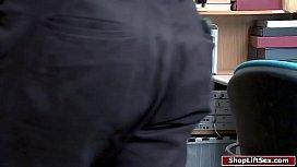 Hot shoplifter sucks security officer