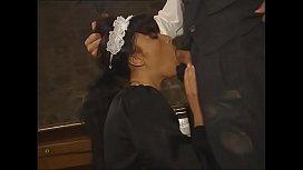 Hausmädchen und Chefin werden gefickt