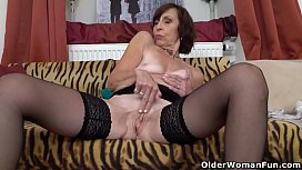 Euro granny Danina loves working her old pussy