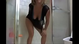 Hot Milf on her Webcam Show has fun