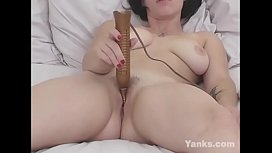 Horny Yanks Lilly Day Humps Her Pillow