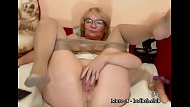 Mature spread her legs in front of webcam FULL - landshow.fun