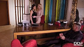 Quench your threesome rimming thirst with hot Amber Jayne &amp_ Cristina Miller
