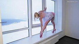 Sexy highheels blonde gymnast Mischele Lomar
