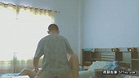 两个青涩的骚年放假在家偷吃禁果妹子 6w1q