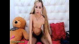 Slim And Petite Babe Show An Extravagant Teased Live