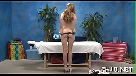 Beauty blowing her massage therapist during massage