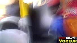 Novinha rabuda gostosa da faculdade no busu