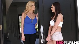 Bigtits blonde invites Quinn Wilde again and instruct her!