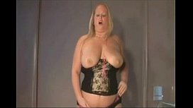 Blonde BBW mature slut masturbating shaved cunt on webcam - more webcam sluts on CAMSBARN.COM