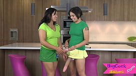 Sexy raven lesbians fucking with strapons
