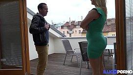 Bamby, blonde sexy se fait défoncer par un locataire français