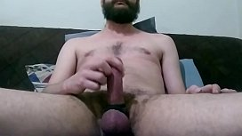 Masturbando e gozando gostoso na press&atilde_o dos an&eacute_is