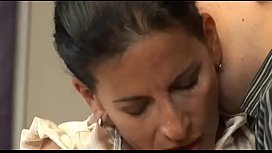 Mature mom'_s affair with junior worker