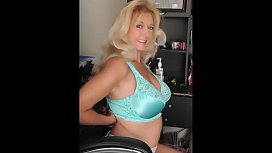 MILF Tahnee Taylor Rides the Sybian HUGE Tits