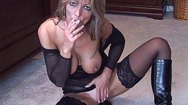 Mature solo smoking - my666cams.com