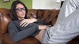 Rica jovencita es follada por viejo  - Girlssexycam.com