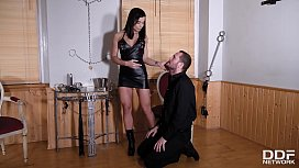Kinkster&rsquo_s double humiliation makes Cathy Heaven pee over Mira Cuckold