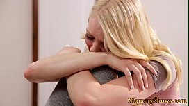 Bigtits stepmother orally pleasured by teen