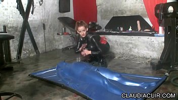 dominatrice sm maitresse claudiacuir seance fetich vacbed